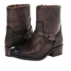 Frye Lynn Boot in Black (6 1/2)